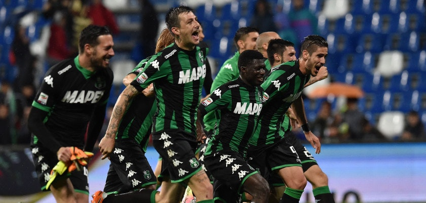 REGGIO NELL'EMILIA, ITALY - MAY 14:  Players of US Sassuolo celebrate the victory after the Serie A match between US Sassuolo Calcio and FC Internazionale Milano at Mapei Stadium - Citt�� del Tricolore on May 14, 2016 in Reggio nell'Emilia, Italy  (Photo by Giuseppe Bellini/Getty Images)