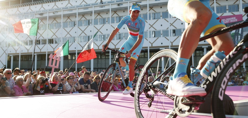 Vincenzo Nibali of cycling Team Astana arrives during the team presentation for the 99th Giro d'Italia (Tour of Italy) on May 5, 2016 in Apeldoorn. / AFP / ANP / Vincent Jannink / Netherlands OUT        (Photo credit should read VINCENT JANNINK/AFP/Getty Images)