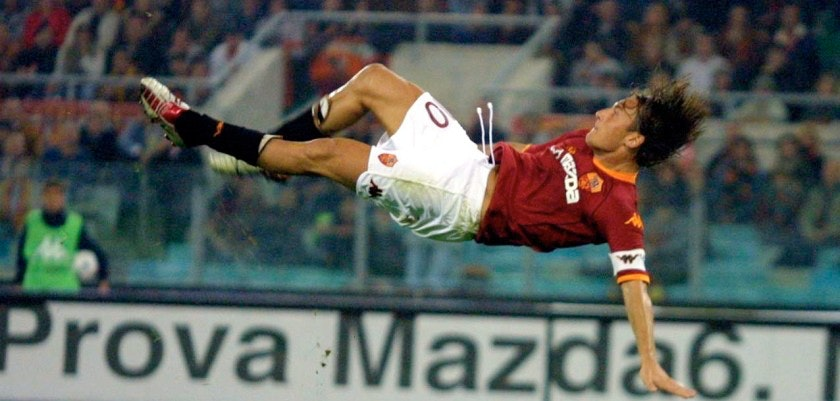ROME, ITALY - OCTOBER 5:  Francesco Totti of Roma in action during the Serie A match between Roma and Udinese, played at the Olympic Stadium, Rome on October 5, 2002.  (Photo by Grazia Neri/Getty Images)