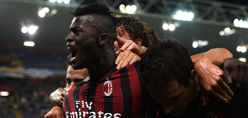 GENOA, ITALY - SEPTEMBER 16:  Mbaye Niang (L) of AC Milan celebrates after his team-mate Carlos Bacca scored the opening goal during the Serie A match between UC Sampdoria and AC Milan at Stadio Luigi Ferraris on September 16, 2016 in Genoa, Italy.  (Photo by Valerio Pennicino/Getty Images)