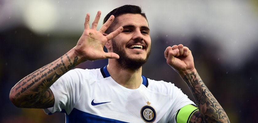 Inter Milan's Argentinan forward Mauro Icardi celebrates after scoring a goal during the italian Serie A football match between Frosinone and Inter on April 9, 2016 at the Matusa Stadium in Frosinone. / AFP / FILIPPO MONTEFORTE        (Photo credit should read FILIPPO MONTEFORTE/AFP/Getty Images)