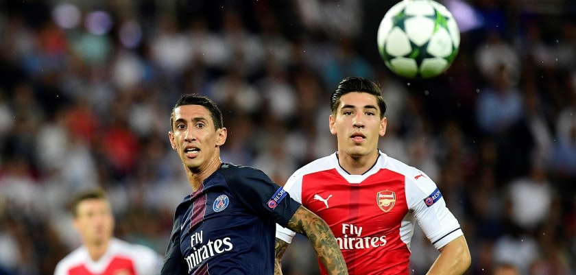 Paris Saint-Germain's Argentinian forward Angel Di Maria (L) vies with Arsenal's Spanish defender Hector Bellerin during the UEFA Champions League Group A football match Paris-Saint-Germain vs Arsenal FC, on September 13, 2016 at the Parc des Princes stadium in Paris.  / AFP / FRANCK FIFE        (Photo credit should read FRANCK FIFE/AFP/Getty Images)