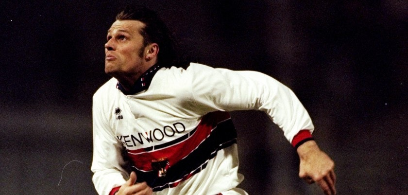 5 Feb 1995:  Thomas Skuhravy of Genoa in action during a Serie A match against Regina in Italy. Regina won the match 1-0.  Mandatory Credit: Clive  Brunskill/Allsport