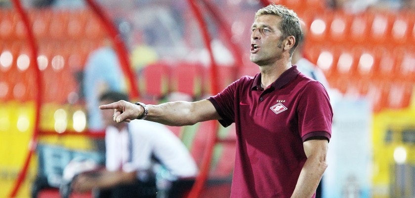 KAZAN, RUSSIA - AUGUST 13: Caretaker head coach Massimo Carrera of FC Spartak Moscow reacts during the Russian Premier League match between FC Rubin Kazan  and FC Spartak Moscow at Tsentralny stadium on August 13, 2016 in Kazan, Russia. (Photo by Epsilon/Getty Images)