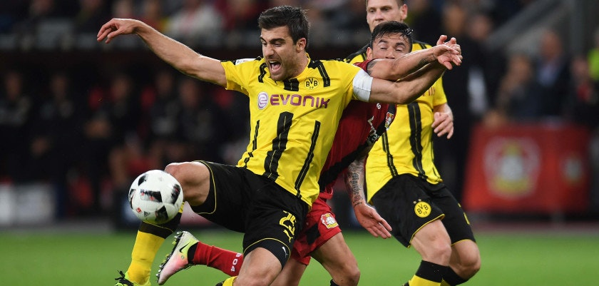 Leverkusen's Chilean midfielder Charles Aranguiz and Dortmund's Greek defender Sokratis vie for the ball during the German first division Bundesliga football match of Bayer Leverkusen vs Borussia Dortmund in Leverkusen, western Germany, on October 1, 2016. / AFP / PATRIK STOLLARZ        (Photo credit should read PATRIK STOLLARZ/AFP/Getty Images)