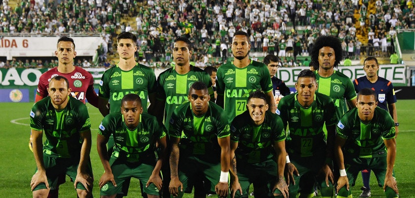 Brazil's Chapecoense team pose for pictures during their 2016 Copa Sudamericana football match against Argentina's Independiente held at Arena Conda stadium, in Chapeco, Brazil, on September 28, 2016. / AFP / NELSON ALMEIDA        (Photo credit should read NELSON ALMEIDA/AFP/Getty Images)