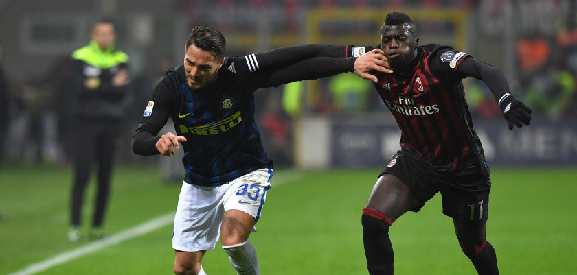 MILAN, ITALY - NOVEMBER 20:  Mbaye Niang (R) of AC Milan clashes with Danilo D Ambrosio of FC Internazionale during the Serie A match between AC Milan and FC Internazionale at Stadio Giuseppe Meazza on November 20, 2016 in Milan, Italy.  (Photo by Valerio Pennicino/Getty Images)