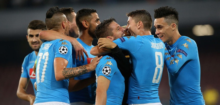 NAPLES, ITALY - SEPTEMBER 28:  Players of Napoli celebrate during the UEFA Champions League match between SSC Napoli and Benfica at Stadio San Paolo on September 28, 2016 in Naples, .  (Photo by Maurizio Lagana/Getty Images)