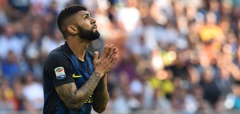 Inter Milan's Brazilian forward Gabriel Barbosa reacts during the Italian Serie A football match Inter Milan vs Bologna at the San Siro stadium in Milan on September 25,  2016.  / AFP / GIUSEPPE CACACE        (Photo credit should read GIUSEPPE CACACE/AFP/Getty Images)