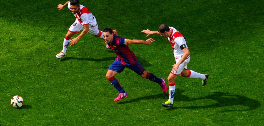 BARCELONA, SPAIN - MARCH 08:  Xavi Hernandez of FC Barcelona competes for the ball with Javier Ignacio Aquino (L) and Roberto Trashorras of Rayo Vallecano during the La Liga match between FC Barcelona and Rayo Vallecano de Madrid at Camp Nou on March 8, 2015 in Barcelona, Spain.  (Photo by David Ramos/Getty Images)