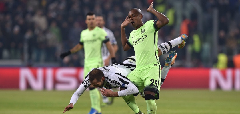 TURIN, ITALY - NOVEMBER 25:  Giorgio Chiellini (L) of Juventus is tackled by Fernandinho of Manchester City FC during the UEFA Champions League group stage match between Juventus and Manchester City FC at Juventus Arena on November 25, 2015 in Turin, Italy.  (Photo by Valerio Pennicino/Getty Images)