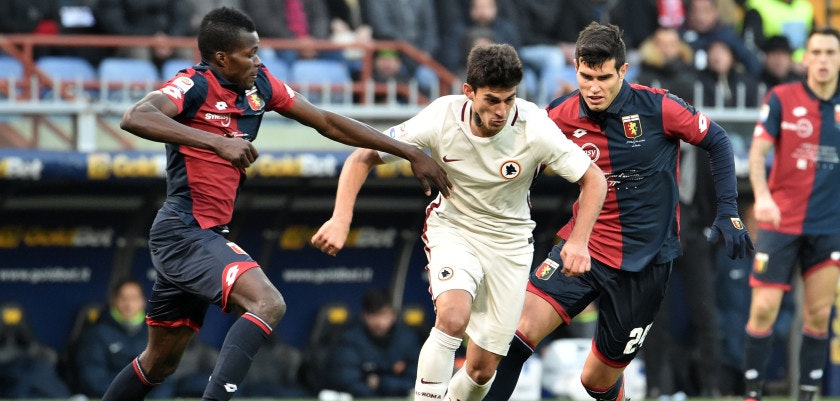 GENOA, ITALY - JANUARY 08:  Diego Perotti of Roma is challenged by Isaac Cofie and Ezequiel Munoz of Genoa during the Serie A match between Genoa CFC and AS Roma at Stadio Luigi Ferraris on January 8, 2017 in Genoa, Italy.  (Photo by Paolo Rattini/Getty Images)