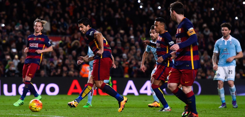 BARCELONA, SPAIN - FEBRUARY 14:  Luis Suarez (C) of FC Barcelona scores his team's fourth goal from the penalty spot after being assisted by Lionel Messi (R) of FC Barcelona during the La Liga match between FC Barcelona and Celta Vigo at Camp Nou on February 14, 2016 in Barcelona, Spain.  (Photo by David Ramos/Getty Images)