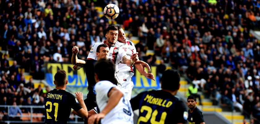 MILAN, ITALY - OCTOBER 16:  (L-R) Fabio Piscane and Bruno Alves of Cagliari Calcio hit the ball with the head, during the Serie A match between FC Internazionale and Cagliari Calcio at Stadio Giuseppe Meazza on October 16, 2016 in Milan, Italy.  (Photo by Pier Marco Tacca/Getty Images)