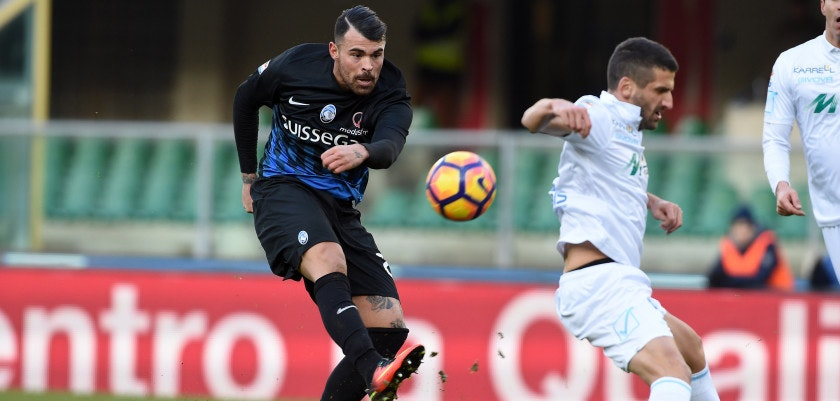 VERONA, ITALY - JANUARY 08:  Andrea Petagna of Atalanta BC rolls the ball during the Serie A match between AC ChievoVerona and Atalanta BC at Stadio Marc'Antonio Bentegodi on January 8, 2017 in Verona, Italy.  (Photo by Pier Marco Tacca/Getty Images)