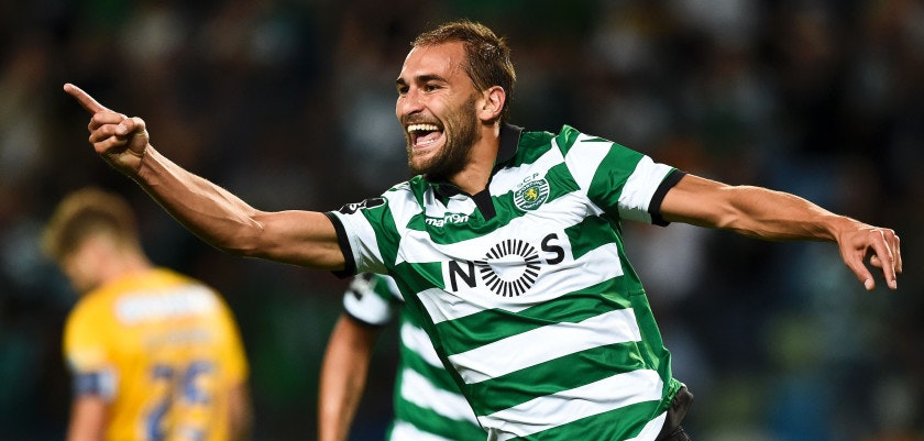 Sporting's Dutch forward Bas Dost celebrates a goal during the Portuguese league football match Sporting CP vs GD Estoril Praia at the Jose Alvalade stadium in Lisbon on September 23, 2016. / AFP / PATRICIA DE MELO MOREIRA        (Photo credit should read PATRICIA DE MELO MOREIRA/AFP/Getty Images)