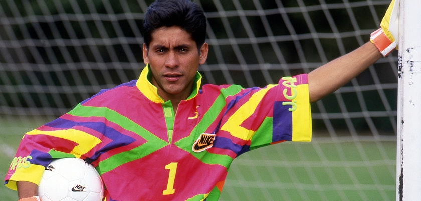 Sesion especial del Jugador de Pumas UNAM, Jorge Campos  1992/ ALLSPORT/ David Leah