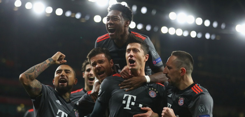 LONDON, ENGLAND - MARCH 07:  Robert Lewandowski of Bayern Muenchen (2R) celebrates with team mates as he scores their first goal from a penalty during the UEFA Champions League Round of 16 second leg match between Arsenal FC and FC Bayern Muenchen at Emirates Stadium on March 7, 2017 in London, United Kingdom.  (Photo by Clive Mason/Getty Images)