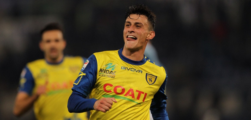 ROME, ITALY - JANUARY 28:  Roberto Inglese of AC ChievoVerona celebrates after scoring the opening goal during the Serie A match between SS Lazio and AC ChievoVerona at Stadio Olimpico on January 28, 2017 in Rome, Italy.  (Photo by Paolo Bruno/Getty Images)