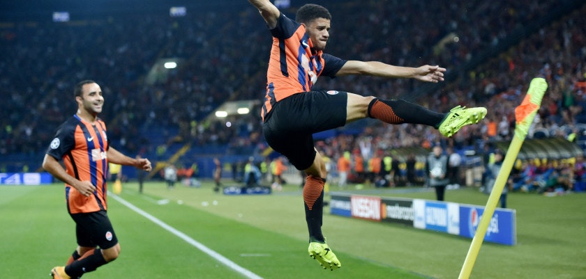 FC Shakhtar Donetsk's Taison (C) celebrates with a teammate after scoring during the UEFA Champions League Group F football match between FC Shakhtar Donetsk and SSC Napoli at The Metalist Stadium in Kharkiv on September 13, 2017. / AFP PHOTO / SERGEI SUPINSKY        (Photo credit should read SERGEI SUPINSKY/AFP/Getty Images)