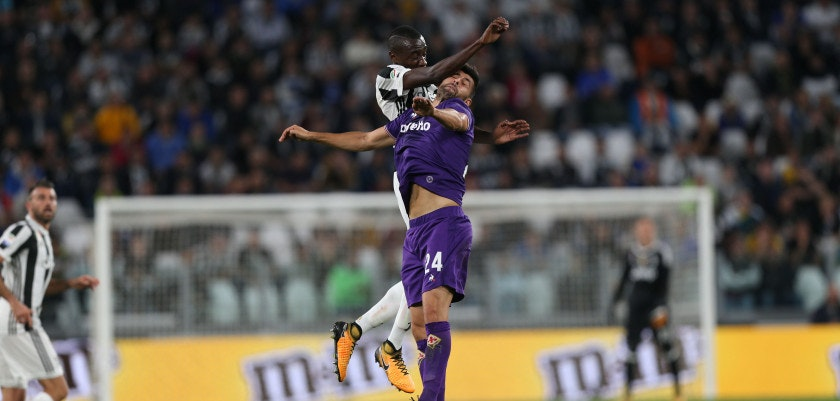 TURIN, ITALY - SEPTEMBER 20: Blaise Matuidi of Juventus in action agaist Marco Benassi of ACF Fiorentina during the Serie A match between Juventus and ACF Fiorentina on September 20, 2017 in Turin, Italy.  (Photo by Gabriele Maltinti/Getty Images)
