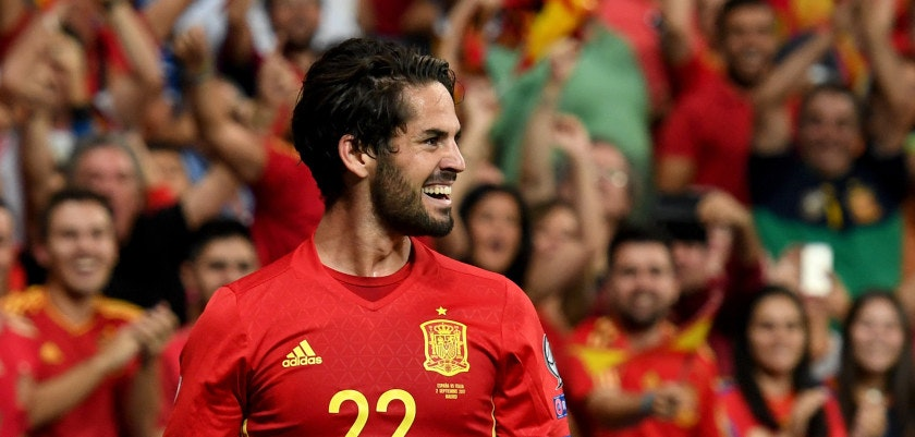 MADRID, SPAIN - SEPTEMBER 02:  Isco Alarcon of Spain #22 celebrates after scoring the second goal during the FIFA 2018 World Cup Qualifier between Spain and Italy at Estadio Santiago Bernabeu on September 2, 2017 in Madrid, Spain.  (Photo by Claudio Villa/Getty Images)