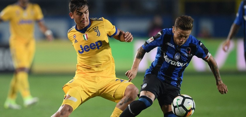 """Juventus' Argentinian forward Paulo Dybala fights for the ball with Atalanta's Argentinian forward Papu Gomez during the Italian Serie A football match between Atalanta and Juventus at the """"Atleti Azzurri d'Italia"""" Stadium in Bergamo, on October 1, 2017. / AFP PHOTO / MARCO BERTORELLO        (Photo credit should read MARCO BERTORELLO/AFP/Getty Images)"""