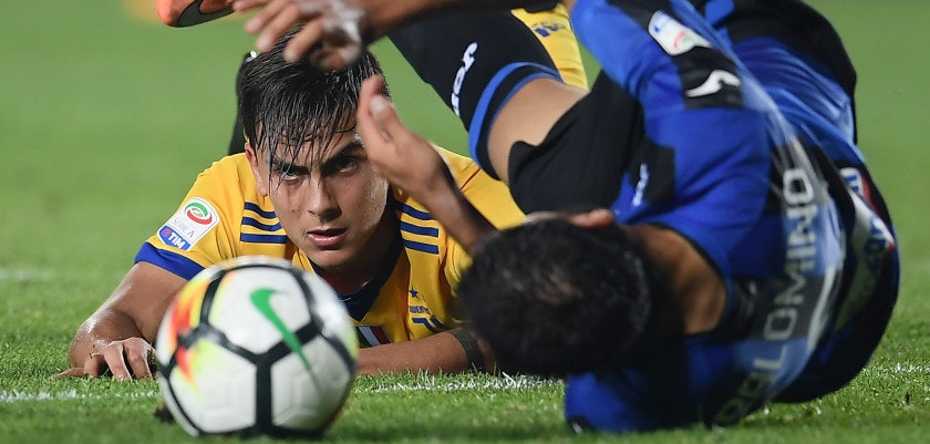 "Juventus' forward from Argentina Paulo Dybala (L) eyes the ball as he reacts during the Italian Serie A football match between Atalanta and Juventus at the ""Atleti Azzurri d'Italia"" Stadium in Bergamo, on October 1, 2017. / AFP PHOTO / MARCO BERTORELLO        (Photo credit should read MARCO BERTORELLO/AFP/Getty Images)"