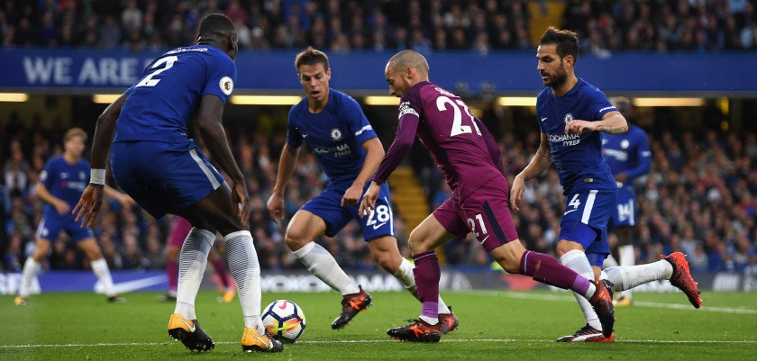 LONDON, ENGLAND - SEPTEMBER 30: David Silva of Manchester City runs at the Chelsea defence during the Premier League match between Chelsea and Manchester City at Stamford Bridge on September 30, 2017 in London, England.  (Photo by Mike Hewitt/Getty Images)