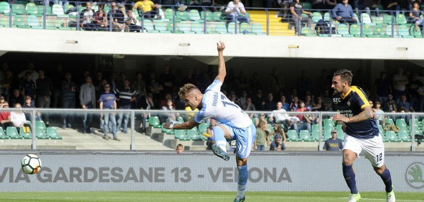 VERONA, VERONA - SEPTEMBER 24:  Ciro Immobile of SS Lazio scores his team's second goal during the Serie A match between Hellas Verona FC and SS Lazio at Stadio Marc'Antonio Bentegodi on September 24, 2017 in Verona, Italy.  (Photo by Marco Rosi/Getty Images)