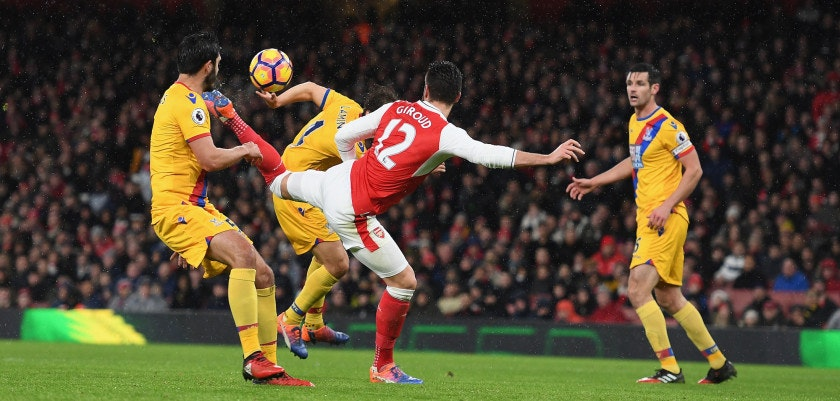 LONDON, ENGLAND - JANUARY 01:  Olivier Giroud of Arsenal scores the opening goal during the Premier League match between Arsenal and Crystal Palace at Emirates Stadium on January 1, 2017 in London, England.  (Photo by Shaun Botterill/Getty Images)