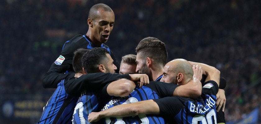 MILAN, ITALY - OCTOBER 24:  Mauro Emanuel Icardi of FC Internazionale Milano celebrates his goal with his team-mates during the Serie A match between FC Internazionale and UC Sampdoria at Stadio Giuseppe Meazza on October 24, 2017 in Milan, Italy.  (Photo by Emilio Andreoli/Getty Images)