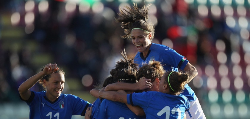 ISERNIA, ITALY - OCTOBER 24:  Barbara Bonansea with her teammates of Italy celebrates after scoring the team's third goal during the FIFA Women's World Cup Qualifier match between Italy and Romania on October 24, 2017 in Isernia, Italy.  (Photo by Paolo Bruno/Getty Images)