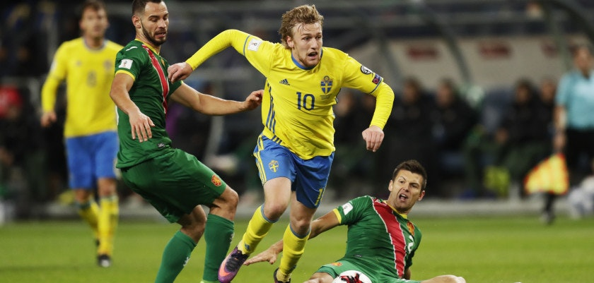 SOLNA, SWEDEN - OCTOBER 10: Simeon Slavchev of Bulgaria and Emil Forsberg of Sweden competes for the ball during the FIFA 2018 World Cup Qualifier between Sweden and Bulgaria at Friends Arena on October 10, 2016 in Solna, Sweden. (Photo by Nils Petter Nilsson/Ombrello/Getty Images)