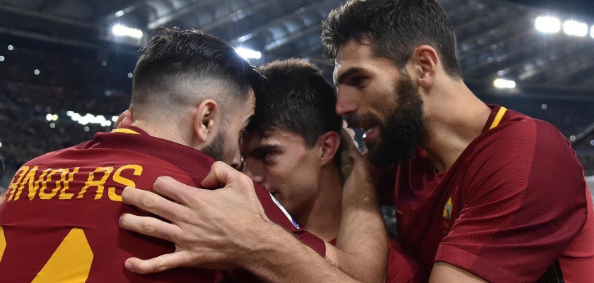 (171119) -- ROME, Nov. 19, 2017 (Xinhua) -- Roma's Diego Perotti (C) celebrates with teammates after scoring during a Serie A soccer match between Roma and Lazio in Rome, Italy, Nov. 18, 2017. Roma won 2-1. (Xinhua/Alberto Lingria)