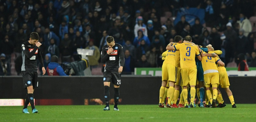 Juventus' players celebrate next to Napoli's midfielder from Poland Piotr Zielinski (C) and Napoli's midfielder from Brazil Jorginho at the end of the Italian Serie A football match Napoli vs Juventus on December 1, 2017 at the San Paolo stadium in Naples. Juventus won 0-1. / AFP PHOTO / Tiziana FABI        (Photo credit should read TIZIANA FABI/AFP/Getty Images)