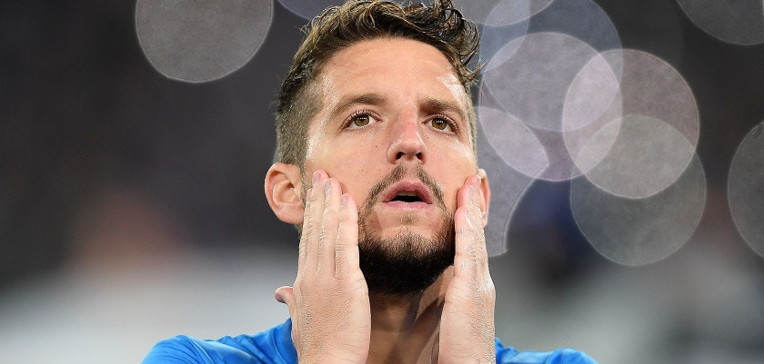 NAPLES, ITALY - NOVEMBER 01: Dries Mertens of SSC Napoli line up before the UEFA Champions League group F match between SSC Napoli and Manchester City at Stadio San Paolo on November 1, 2017 in Naples, Italy.  (Photo by Francesco Pecoraro/Getty Images)