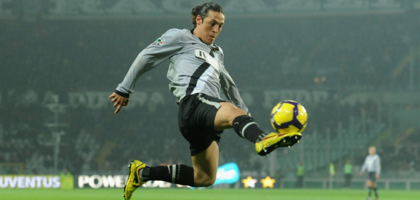 TURIN, ITALY - NOVEMBER 22:  Mauro German Camoranesi of Juventus FC in action during the Serie A match between Juventus and Udinese at Stadio Olimpico di Torino on November 22, 2009 in Turin, Italy.  (Photo by Valerio Pennicino/Getty Images)