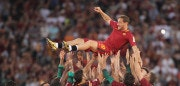 ROME, ITALY - MAY 28:  AS Roma players hold up Francesco Totti after his last match after the Serie A match between AS Roma and Genoa CFC at Stadio Olimpico on May 28, 2017 in Rome, Italy.  (Photo by Paolo Bruno/Getty Images)