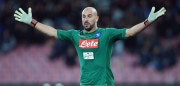 NAPLES, ITALY - NOVEMBER 18:  Pepe Reina of SSC Napoli in action during the Serie A match between SSC Napoli and AC Milan at Stadio San Paolo on November 18, 2017 in Naples, Italy.  (Photo by Francesco Pecoraro/Getty Images)