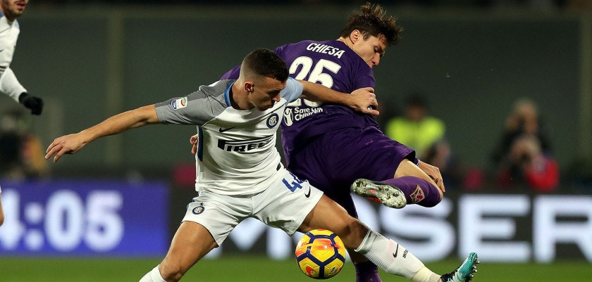 FLORENCE, ITALY - JANUARY 05: Federico Chiesa of ACF Fiorentina battles for the ball with Ivan Perisic of FC Internazionale during the serie A match between ACF Fiorentina and FC Internazionale at Stadio Artemio Franchi on January 5, 2018 in Florence, Italy.  (Photo by Gabriele Maltinti/Getty Images)
