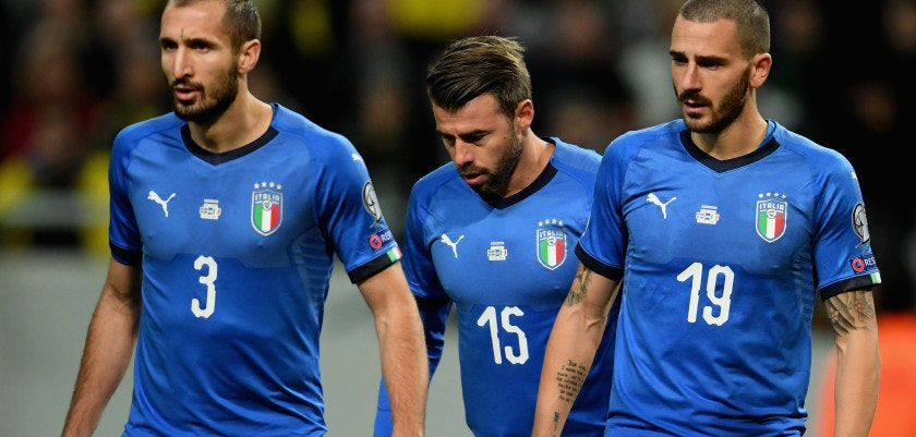 SOLNA, SWEDEN - NOVEMBER 10:  (L-R) Giorgio Chiellini, Andrea Barzagli and Leonardo Bonucci of Italy look on during the FIFA 2018 World Cup Qualifier Play-Off: First Leg between Sweden and Italy at Friends Arena on November 10, 2017 in Solna, Sweden.  (Photo by Claudio Villa/Getty Images)