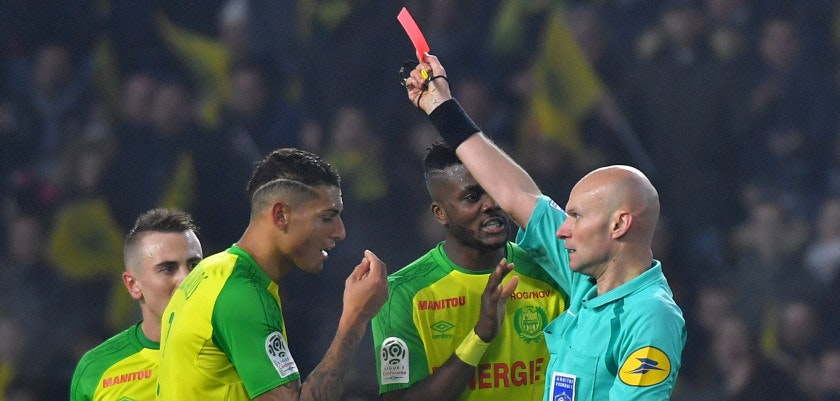 Nantes' Brazilian defender Diego Carlos (2nd L) receives a red card from French referee Tony Chapron during the French L1 football match between Nantes and Paris Saint-Germain (Paris-SG) at La Beaujoire stadium in Nantes, western France, on January 14, 2018. / AFP PHOTO / LOIC VENANCE        (Photo credit should read LOIC VENANCE/AFP/Getty Images)