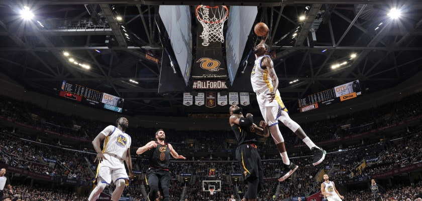 CLEVELAND, OH - JANUARY 15: Kevin Durant #35 of the Golden State Warriors dunks against the Cleveland Cavaliers on January 15, 2018 at Quicken Loans Arena in Cleveland, Ohio.  NOTE TO USER: User expressly acknowledges and agrees that, by downloading and or using this Photograph, user is consenting to the terms and conditions of the Getty Images License Agreement. Mandatory Copyright Notice: Copyright 2018 NBAE (Photo by David Liam Kyle/NBAE via Getty Images)