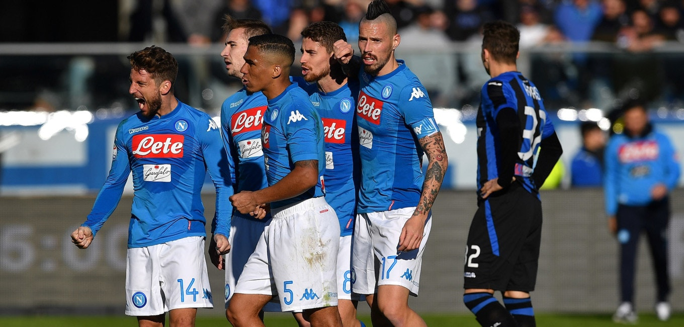BERGAMO, ITALY - JANUARY 21:  Dries Mertens (L) of SSC Napoli celebrates victory with team mates at the end of the serie A match between Atalanta BC and SSC Napoli at Stadio Atleti Azzurri d'Italia on January 21, 2018 in Bergamo, Italy.  (Photo by Valerio Pennicino/Getty Images)