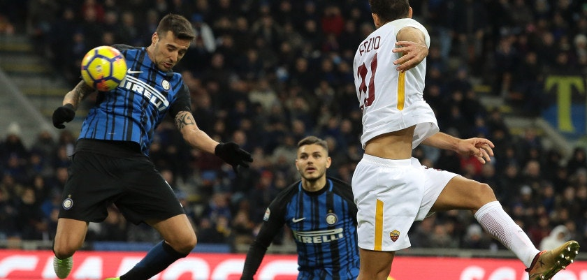 MILAN, ITALY - JANUARY 21:  Matias Vecino (L) of FC Internazionale Milano scores his goal during the Serie A match between FC Internazionale and AS Roma at Stadio Giuseppe Meazza on January 21, 2018 in Milan, Italy.  (Photo by Emilio Andreoli/Getty Images)