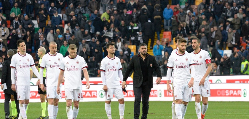 UDINE, ITALY - FEBRUARY 04:  Milan players applaud supporters after  the serie A match between Udinese Calcio and AC Milan at Stadio Friuli on February 4, 2018 in Udine, Italy.  (Photo by Dino Panato/Getty Images)