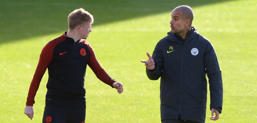 MANCHESTER, ENGLAND - OCTOBER 18:  Pep Guardiola the manager of Manchester City talks with Kevin De Bruyne during a training session at City Academy on October 18, 2016 in Manchester, England.  (Photo by Alex Livesey/Getty Images)