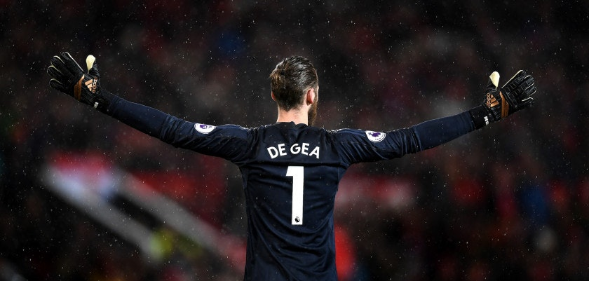 MANCHESTER, ENGLAND - JANUARY 15: David De Gea of Manchester United reacts during the Premier League match between Manchester United and Stoke City at Old Trafford on January 15, 2018 in Manchester, England.  (Photo by Michael Regan/Getty Images)