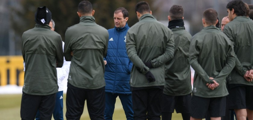Juventus' head coach Massimiliano Allegri (3rd L) speaks to players during a training session on the eve of the UEFA Champions League football match Tottenham Hotspur vs Juventus on March 6, 2018 at the Juventus training center in Vinovo.  / AFP PHOTO / MARCO BERTORELLO        (Photo credit should read MARCO BERTORELLO/AFP/Getty Images)